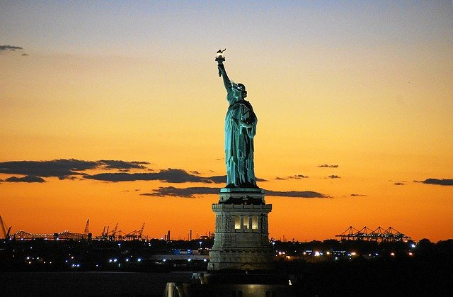 Limousine and car service in New York to statue of Liberty